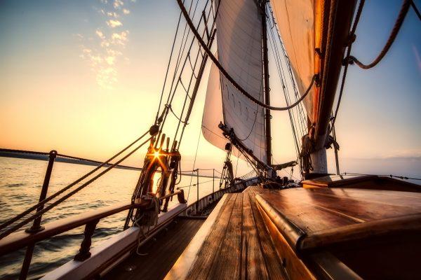 sailing 2542901 1920 600x400 - Wino pod żaglami - winnice Dalmacji