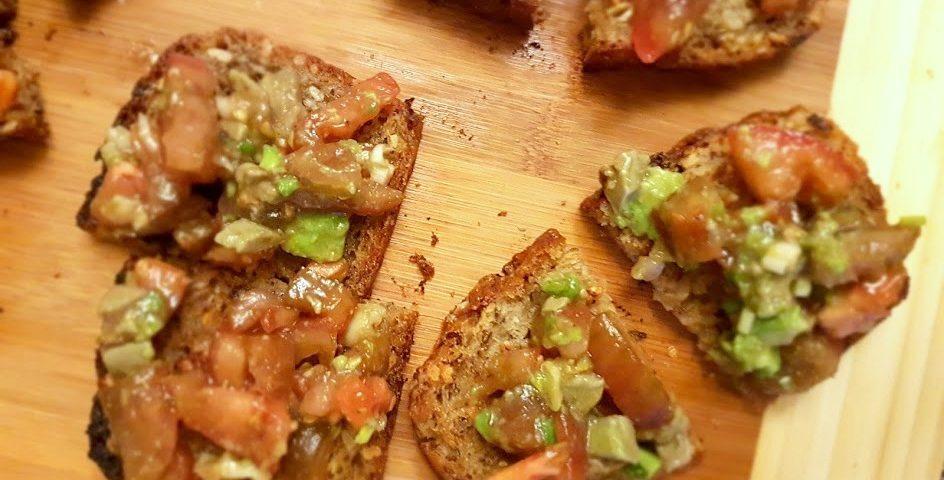 1 20180109 212057 944x480 - Pomysł na kolację/śniadanko - maślane tosty z salsą z pomidorów i awokado