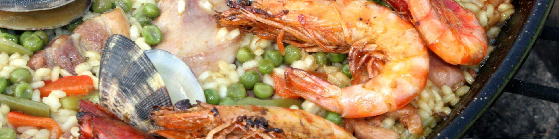 paella 1168008 1920x480 - Wokół stołu - jak to ugryźć - raki, owoce morza, kawior