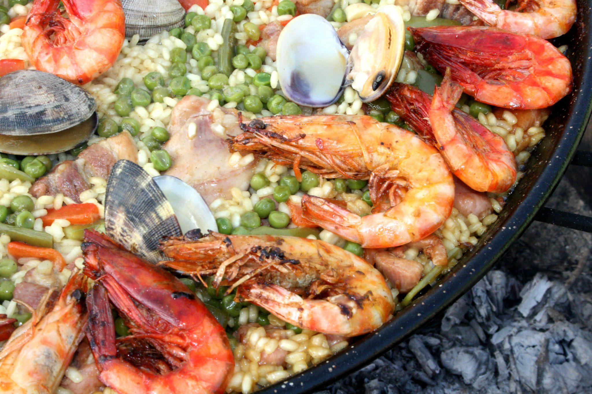paella 1168008 - Wokół stołu - jak to ugryźć - raki, owoce morza, kawior