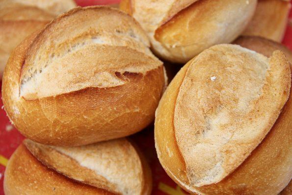 """bread 3467243 595x397 - """"Czekając na męża"""" - Andrzejki"""