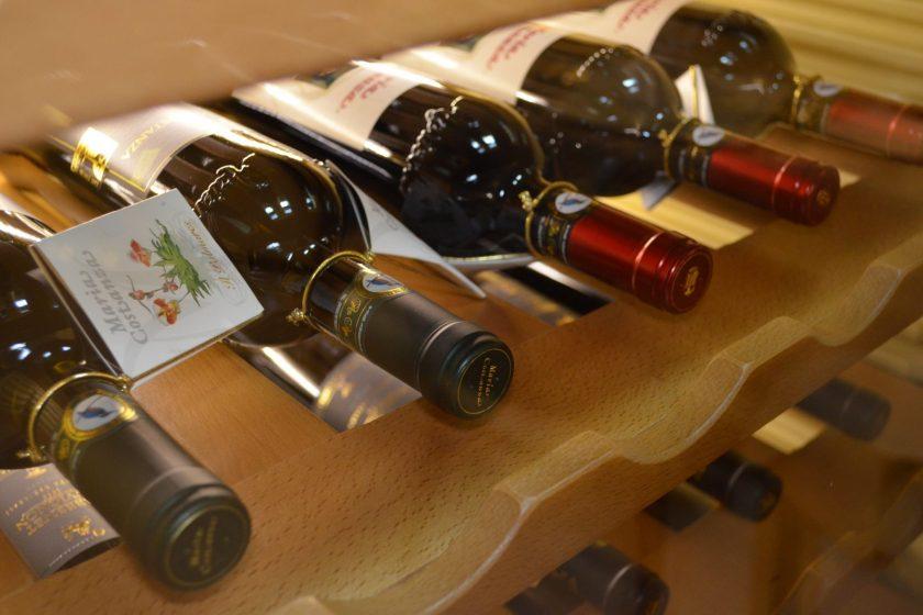 wine 1802763 840x560 - [Wiedza o winie] Zasady przechowywania wina
