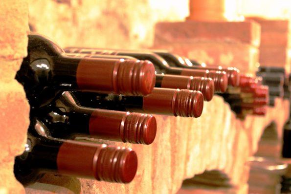 wine 504494 595x397 - wine-504494