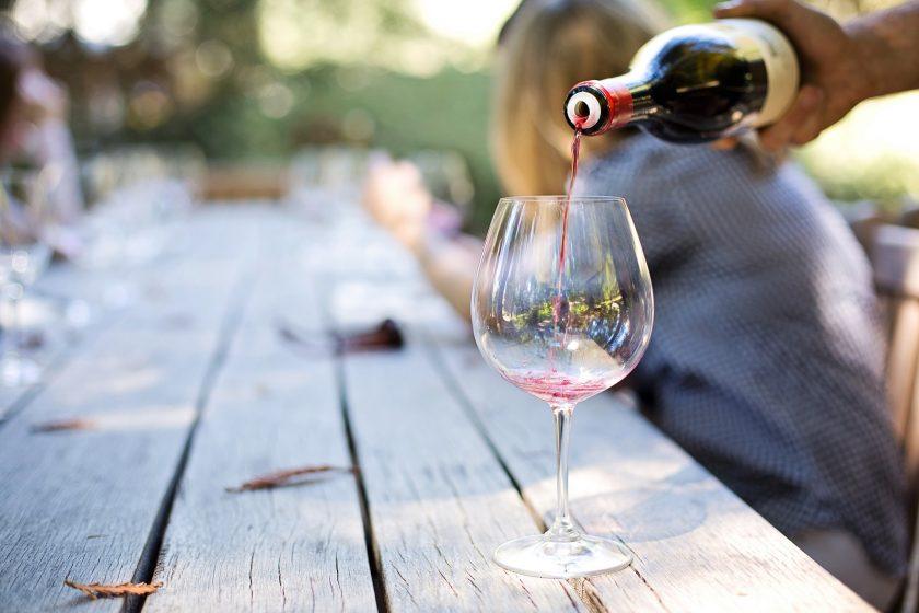 wine 1952051 1920 840x560 - [Kate's Wine Academy] Jak przygotować się do degustacji wina