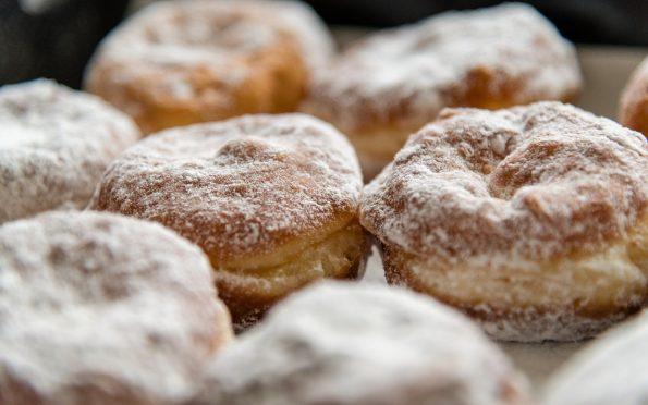 donuts 3944124 1920 595x372 - Pączki. Najlepszy przepis.
