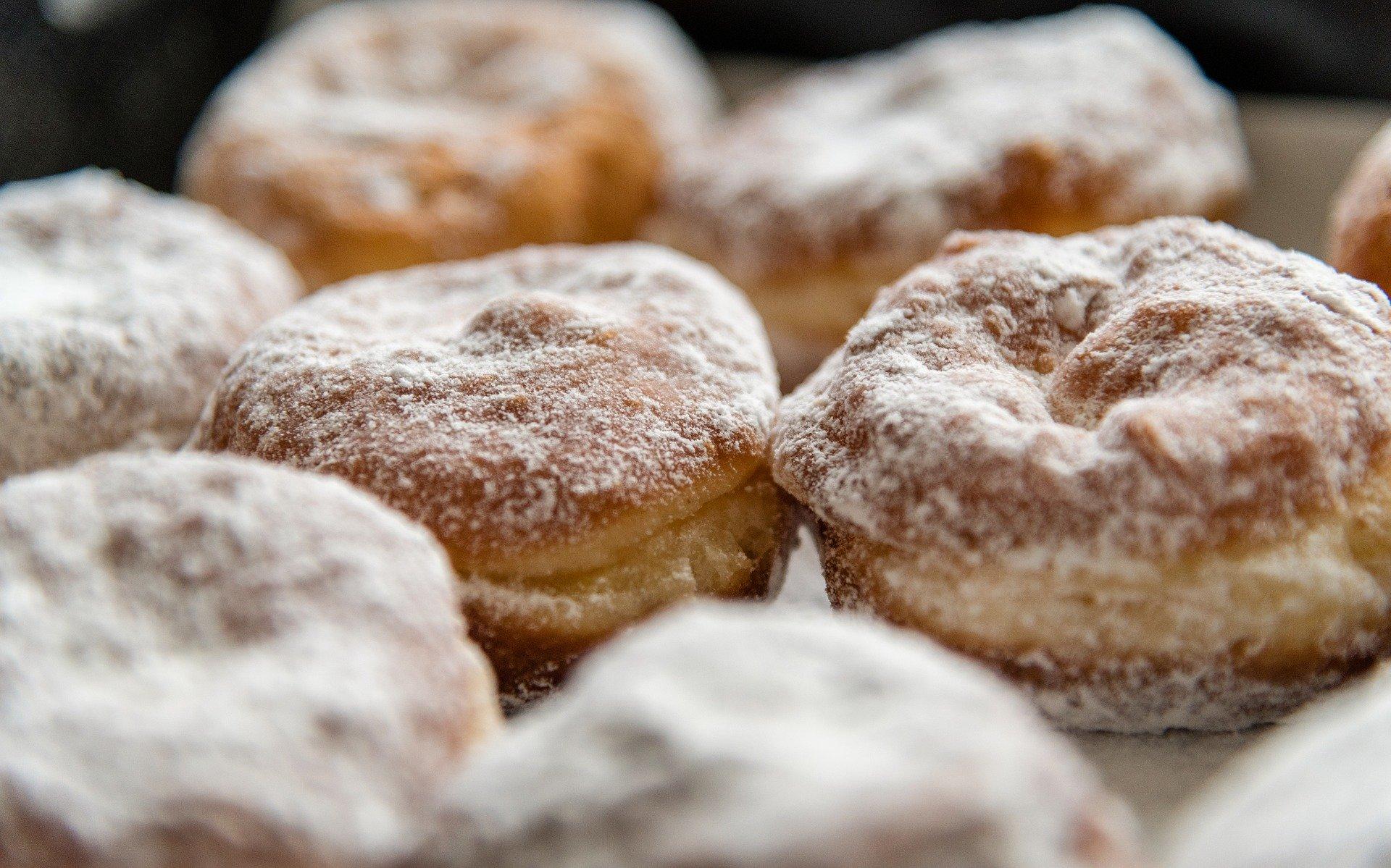 donuts 3944124 1920 - Pączki. Najlepszy przepis.