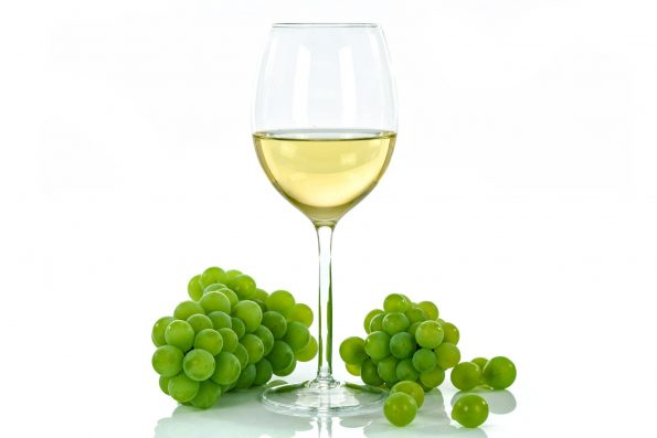 white wine 1761575 1920 595x397 - [Wiedza o winie] Co to jest wino?