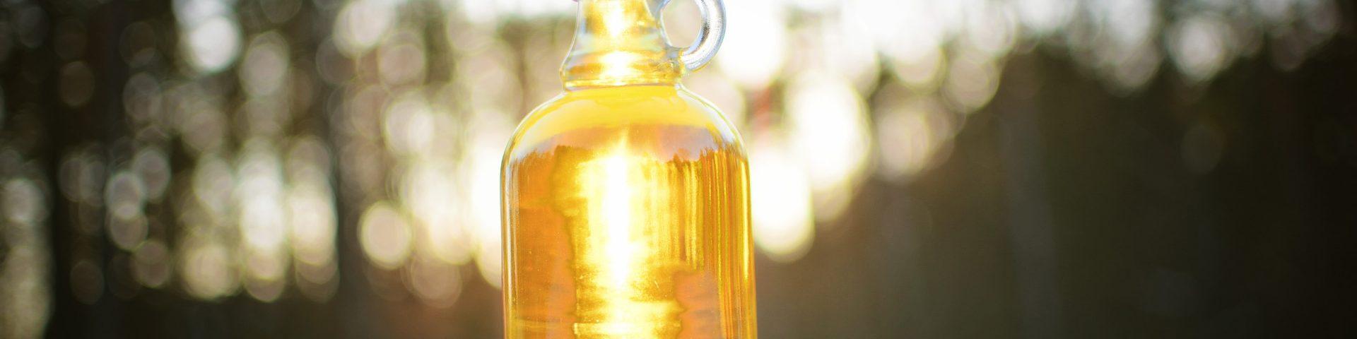 bottle 3405616 1920x480 - Nalewka na miodzie i białym winie