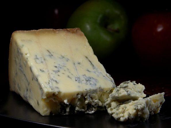 stilton blue cheese 3491 595x446 - [Winna Szkoła] Wino i ser